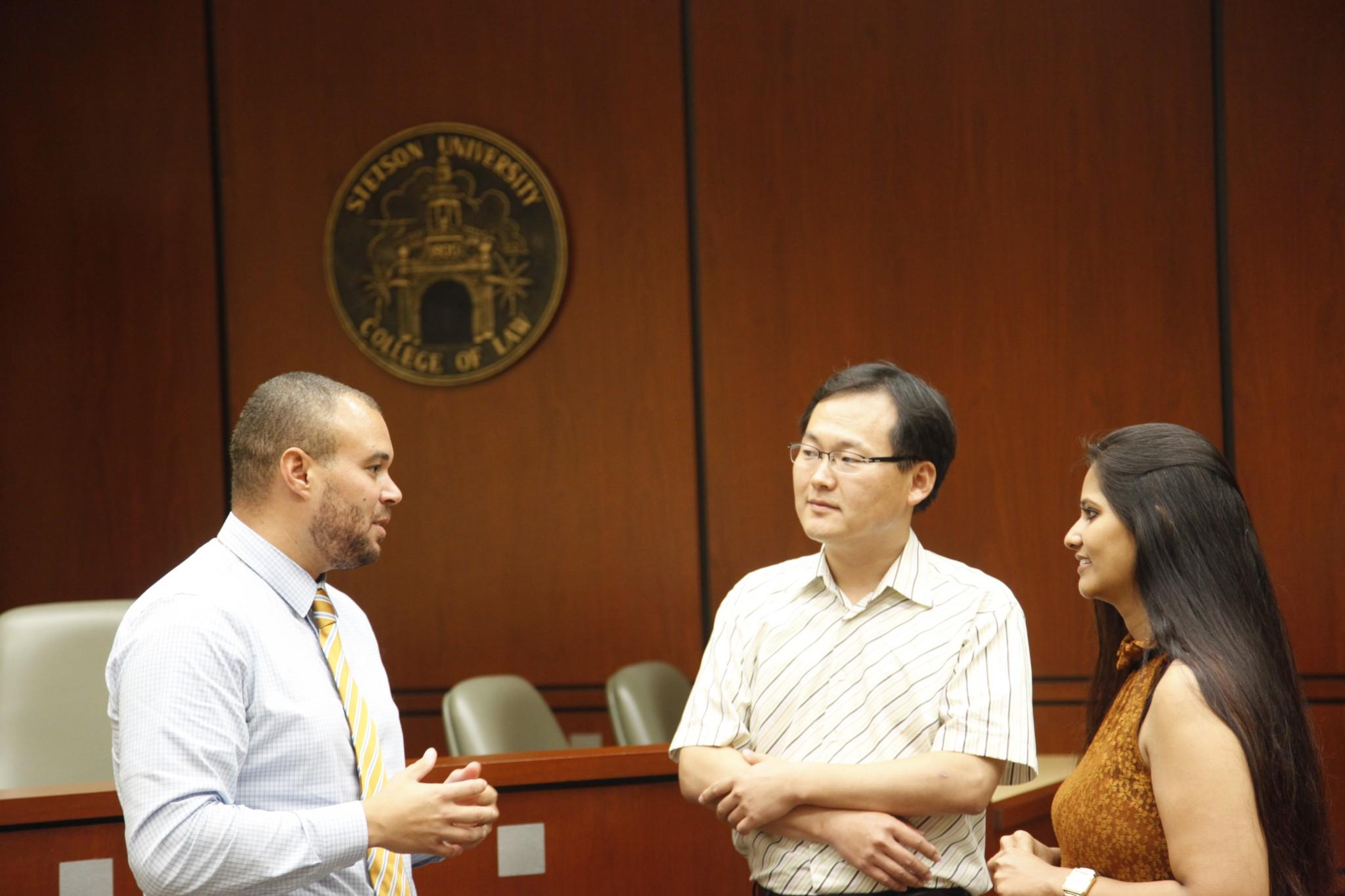 jr_students_courtroom.jpg