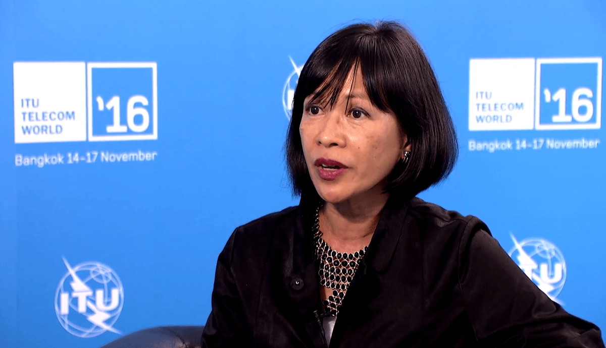 filipino woman international graduate president
