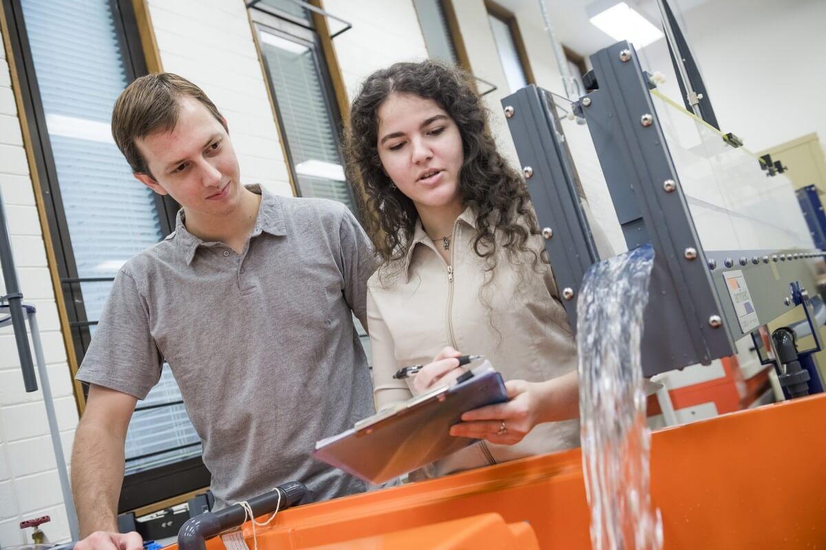 4 Engineering Schools that open doors to career success