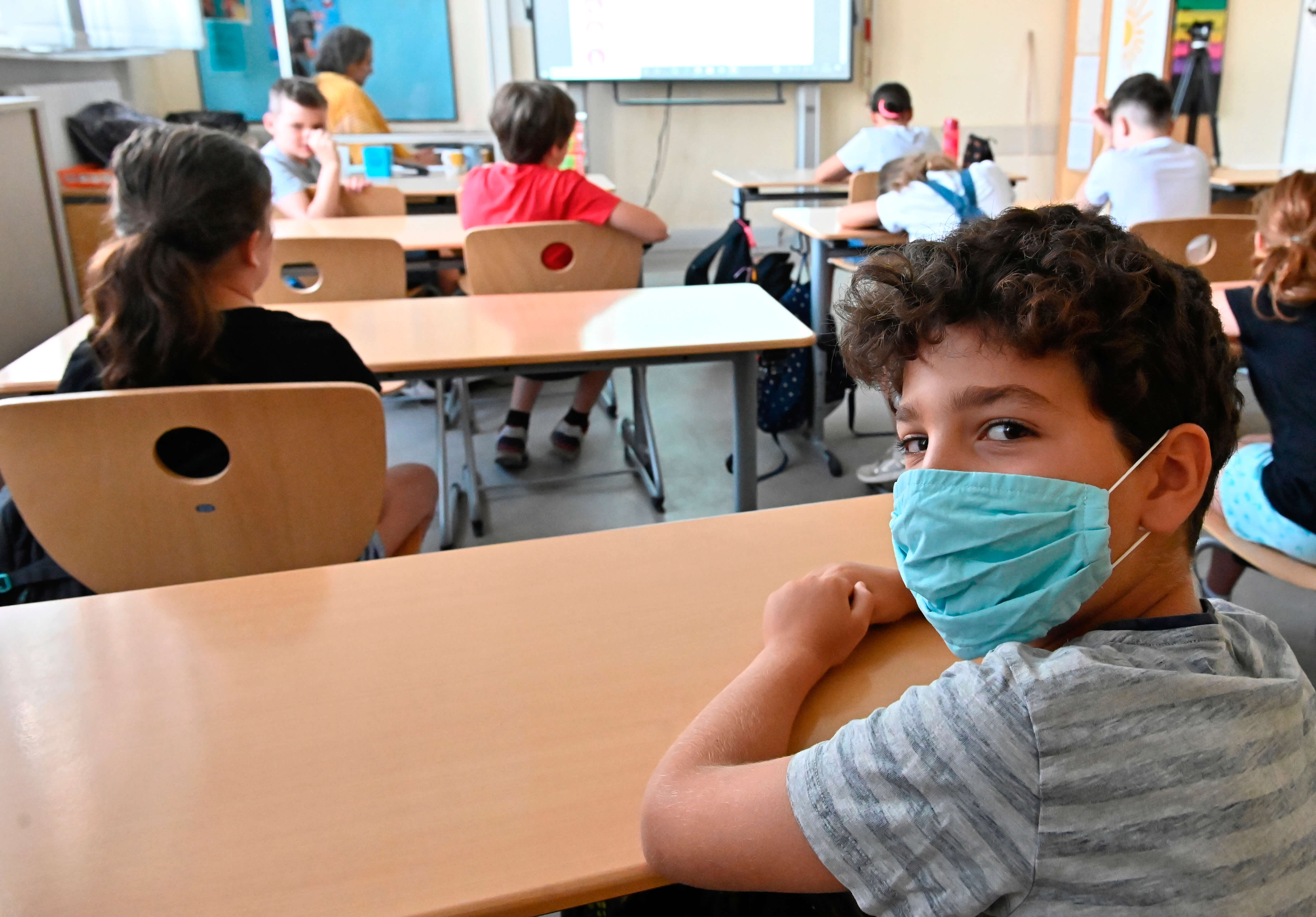 German school provides 90% safe air using DIY ventilation system