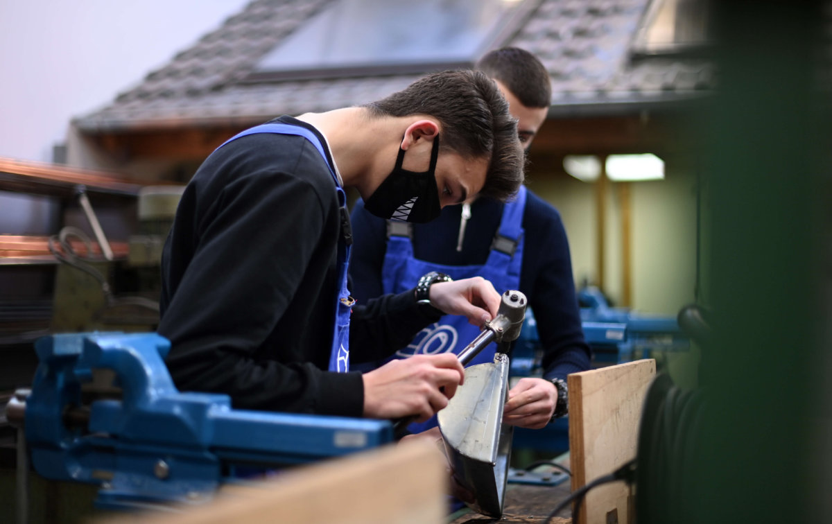 The benefits of choosing a vocational education in 2021
