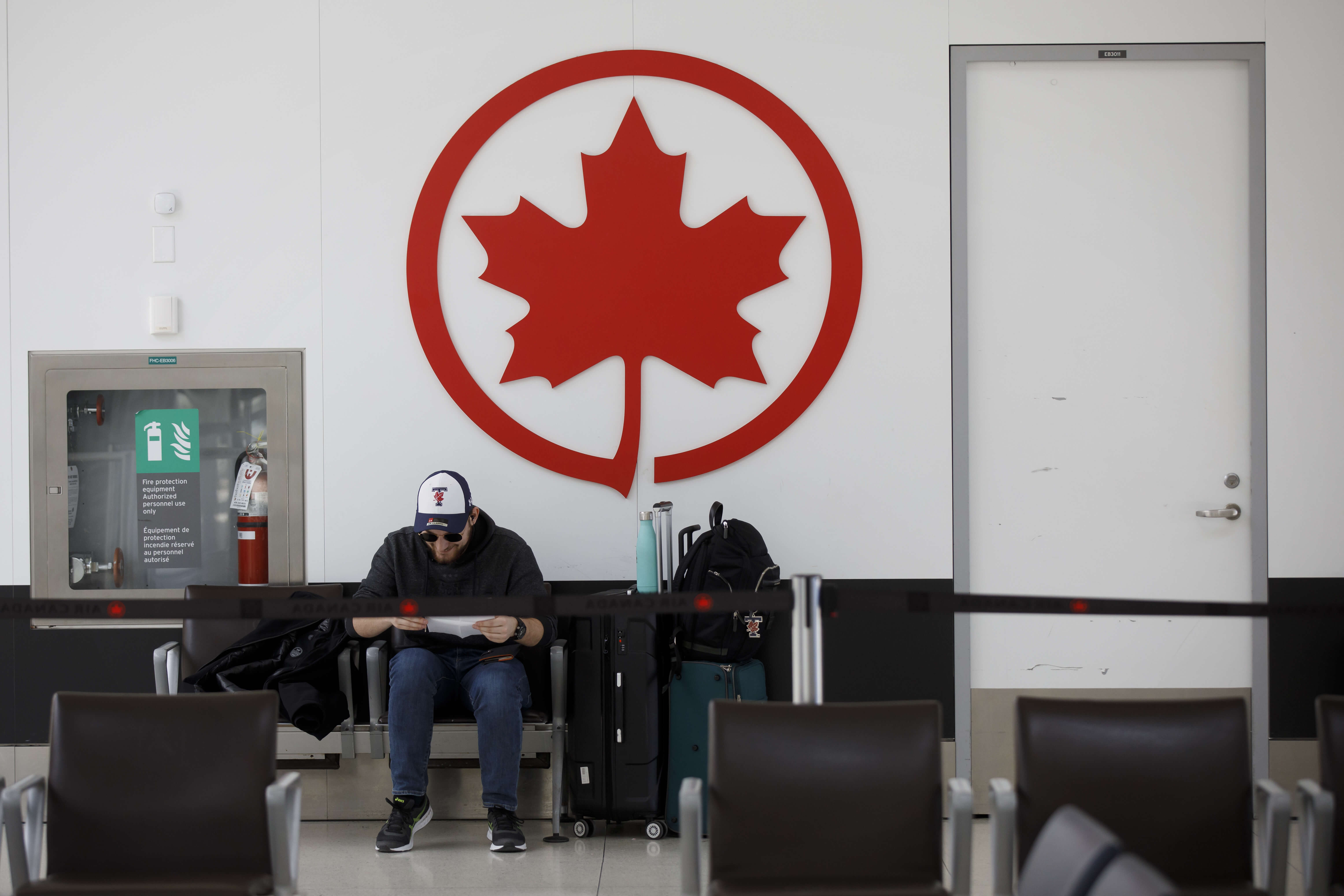 Tests, CA$2,000 hotel stay and stricter home quarantine for travellers to Canada