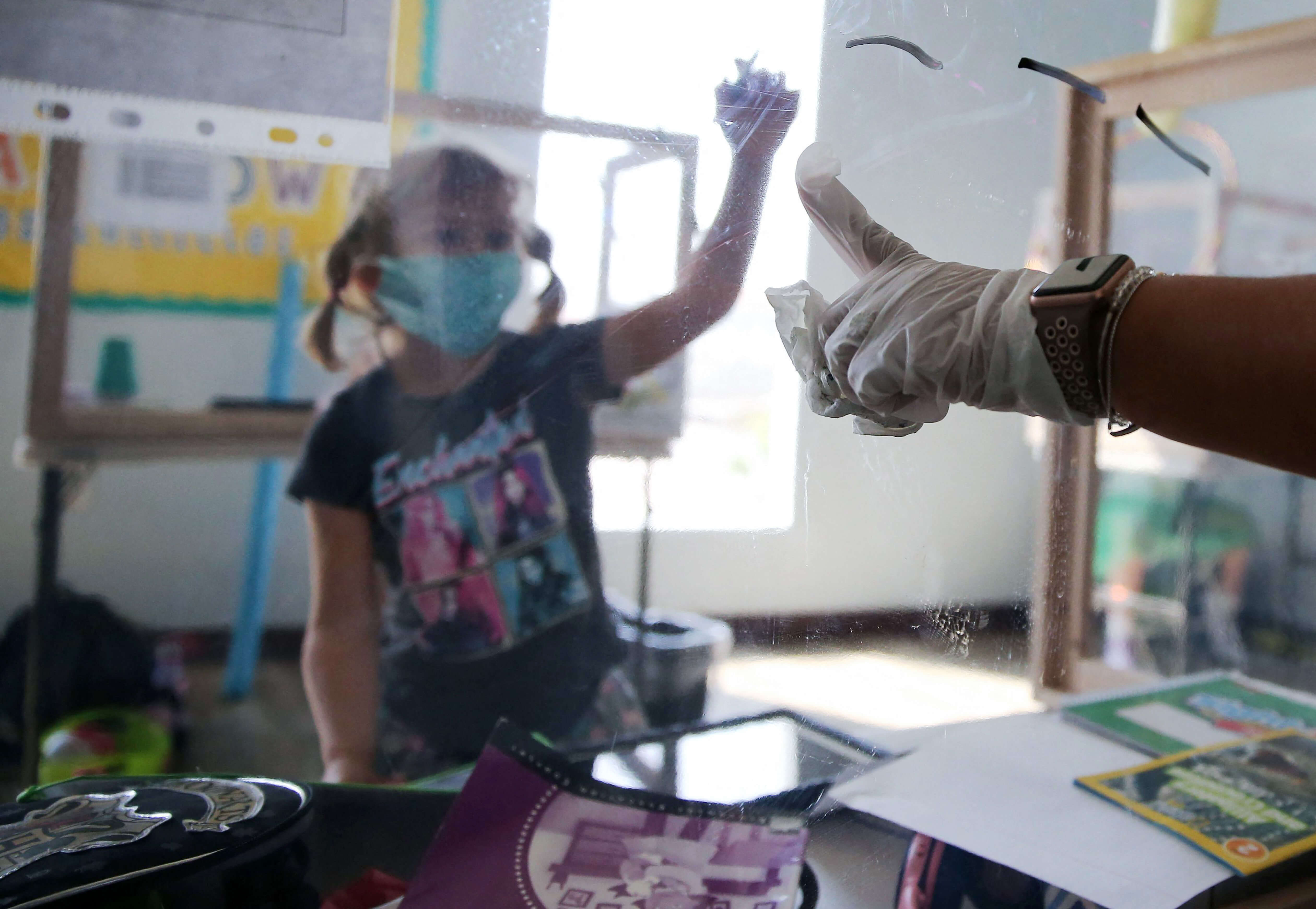 Los Angeles agrees to reopen schools in April