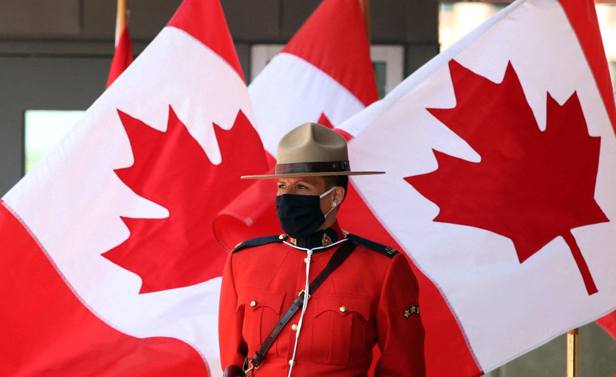 Canada reopen