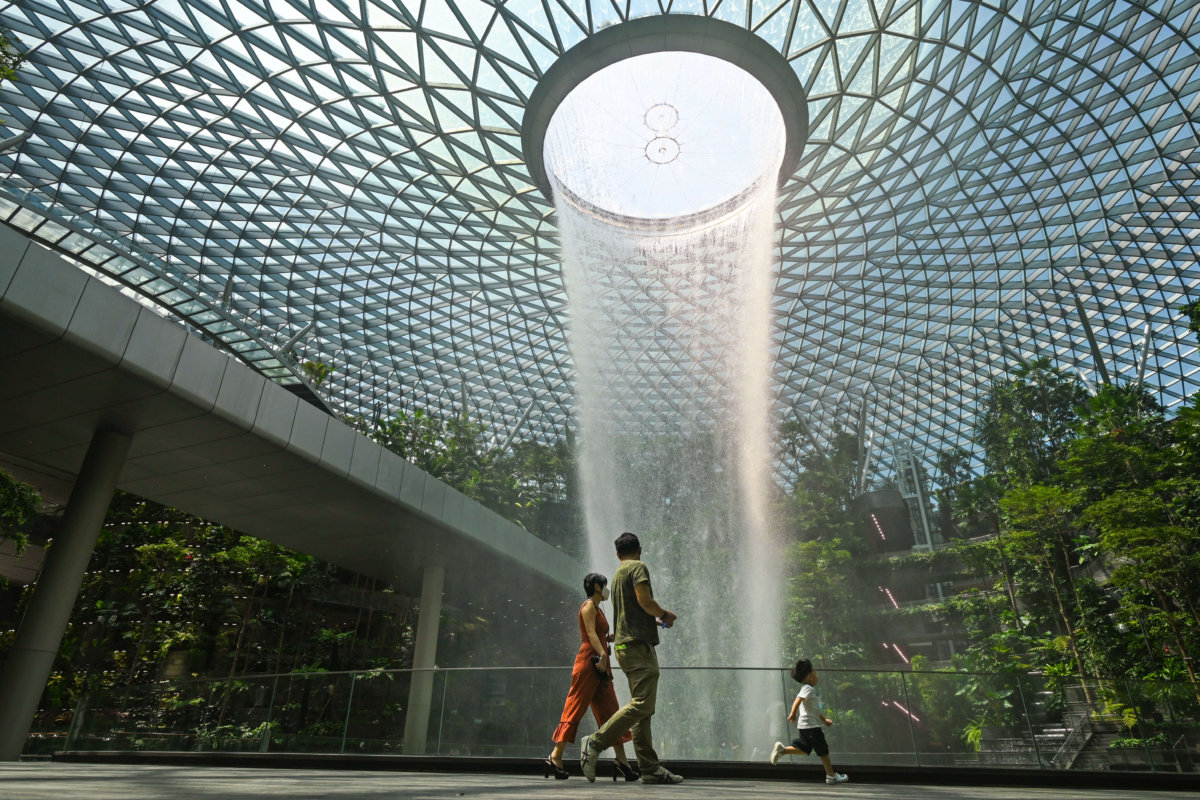 Can international students get their US visa via Singapore?